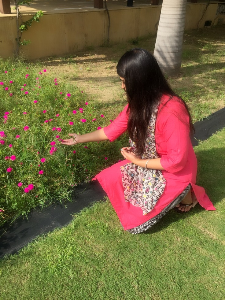 flower photography, happy face, happy girl, nature beautiful, enjoy the nature, girl with flower